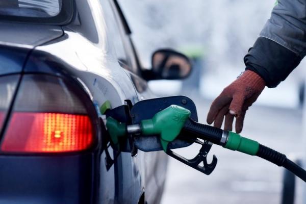 Эксперт рассказал сколько украинцам будет стоить заправить автомобиль в марте