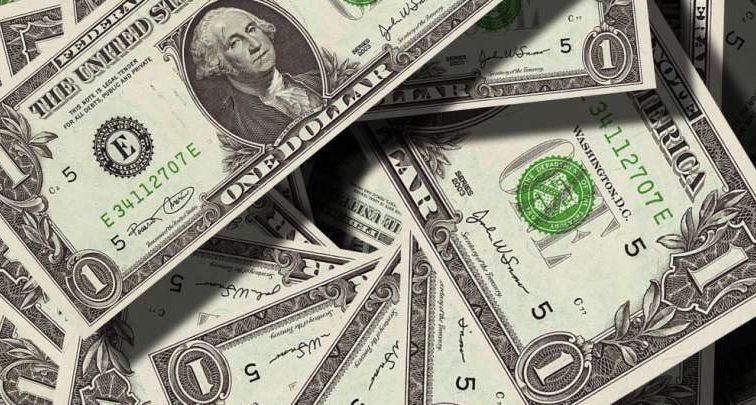 Цены на валюту стремительно колеблются: доллар дорожает, а евро подешевело