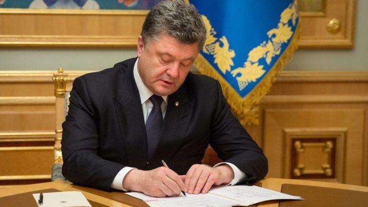 Петр Порошенко подписал важный закон о продлении моратория на продажу земли