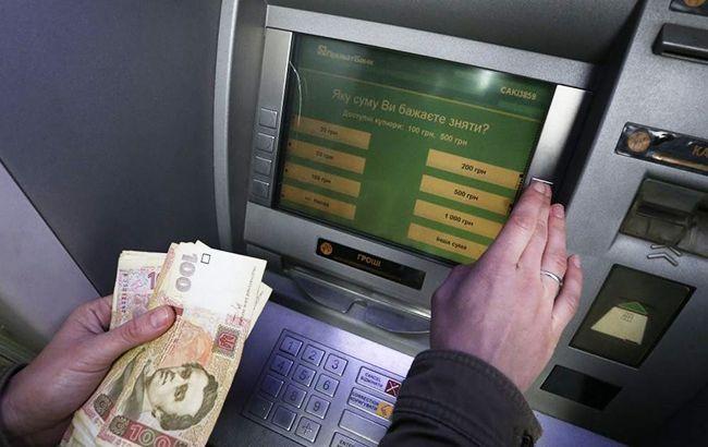 «Будто ножницами разрезали»: почему банкоматы выдают поврежденные деньги?